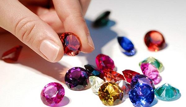 Какие камни-талисманы подходят женщине-Тельцу по гороскопу и дате рождения?
